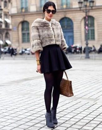chaqueta-de-piel-falda-skater-botines-bolso-de-hombre-gafas-de-sol-pulsera-medias-large-8100.jpg